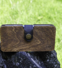 Wooden smartphone case